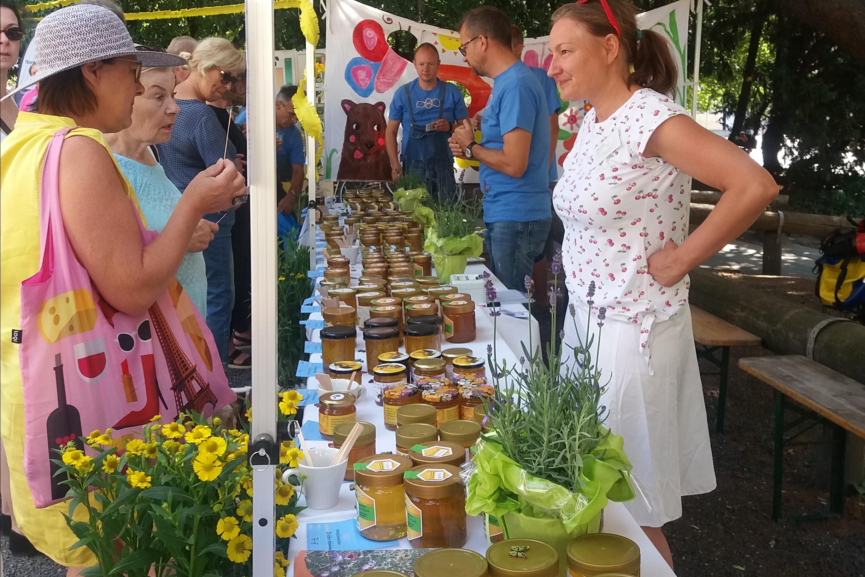 Honigverkostung -und Verkauf, Foto Kerstin Kopp